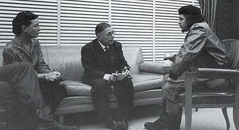 Réunion entre Simone de Beauvoir, Jean-Paul Sartre et Che Guevara à Cuba en 1960.